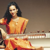 "Norah Jones featured on Anoushka Shankar's New Song, ""Traces of You"""